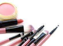 化妆用品有选择性重点的构成 为专家的工具做一张顶视图 在一个空白背景 免版税图库摄影