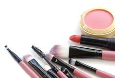 化妆用品有选择性重点的构成 为专家的工具做一张顶视图 在一个空白背景 免版税库存图片
