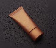 化妆用品的现实空白的管 奶油色管 查出在黑色背景 免版税库存图片