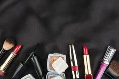 化妆用品的美好的图片在黑丝绸的 图库摄影