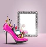 化妆用品设置了入妇女反射在猪圈的鞋子 库存图片