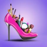 化妆用品设置了入妇女鞋子。 库存图片