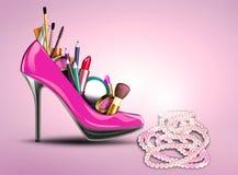 化妆用品设置了入妇女鞋子和珍珠necklac 免版税库存照片