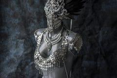 化妆,手工制造片断,有链子的a银色首饰服装 免版税库存照片