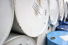化学制品和其他液体的钢鼓。 免版税库存照片
