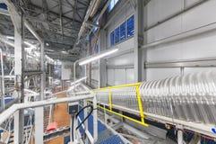化学制品和硝酸铵的巨型工业传动机在一个化工厂 库存图片