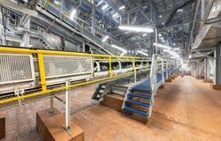 化学制品和硝酸铵的巨型工业传动机在一个化工厂 免版税库存图片