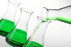 化学制品液体倾吐 免版税库存图片