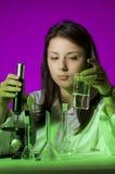化学家年轻人 免版税库存照片