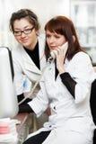 化学家药房药房电话妇女 免版税库存照片