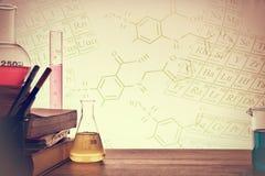 化学教的背景教室书桌  图库摄影