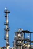 化工厂细节在晚上 免版税库存照片