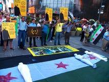 化工大屠杀在叙利亚- 2年周年(纽约) 库存照片