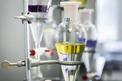化工实验玻璃器皿 免版税库存图片