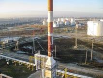 化工工厂油 主要石油精炼的设备 库存照片