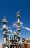 化工精炼厂烟窗塔管道 库存图片