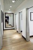 化装室内部布料商店的 图库摄影