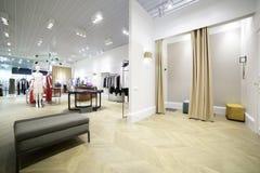 化装室内部布料商店的 免版税库存图片