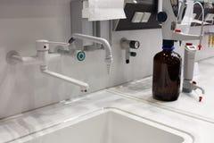 化验分析实验室分析 免版税库存图片