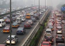 北京交通堵塞和大气污染 免版税库存照片