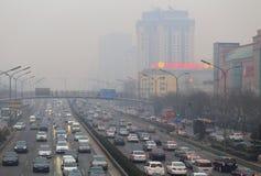 北京交通堵塞和大气污染 免版税图库摄影