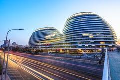 北京著名现代建筑学星系苏荷区夜视图ï ¼ Œin中国 免版税库存照片
