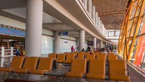 北京,中国- 2018年1月1日:中国机场在北京 有等待离开的乘客的终端机场 图库摄影