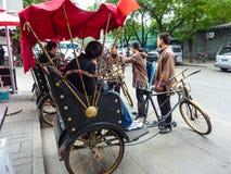 北京,中国- 2013年10月13日:人力车在北京 库存图片