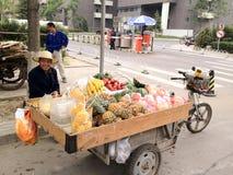 北京,中国- 2012年5月11日, streetfood出售商  库存图片