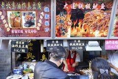 北京Dazhalan市场,著名王府井快餐街道 图库摄影