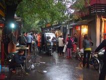 北京Hutong在雨中 免版税库存图片