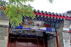 北京Hutong议院门装饰 库存照片