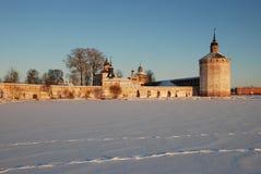 北俄国修道院在冬天。 免版税库存照片