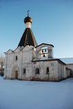 北俄国修道院在冬天。 免版税图库摄影