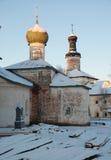北俄国修道院在冬天 图库摄影