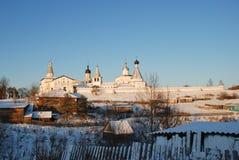 北俄国修道院在冬天 免版税图库摄影