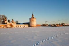 北俄国修道院在冬天 免版税库存图片