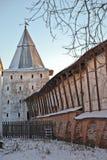 北俄国修道院在冬天 免版税库存照片
