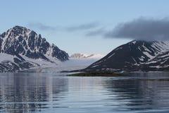 北冰的横向反射 免版税库存图片