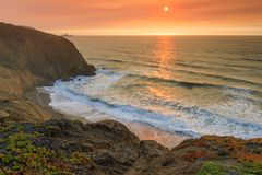 北加利福尼亚海岸线发烟性天空日落,在纳帕火以后 免版税图库摄影