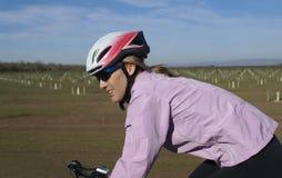 北加利福尼亚的骑自行车者 库存照片
