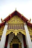 北在多云天空的样式泰国寺庙屋顶细节  免版税库存图片