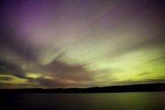 北夜间的湖 免版税库存照片