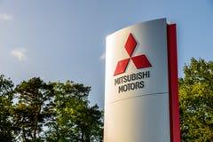 北安普顿英国2017年10月3日:三菱马达商标标志立场北安普顿工业庄园 库存图片