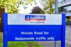 北安普顿英国2017年10月3日:全国性建房互助协会商标标志立场北安普顿工业庄园 库存照片