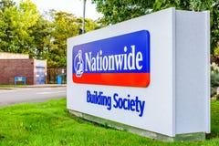 北安普顿英国2017年10月3日:全国性建房互助协会商标标志立场北安普顿工业庄园 免版税图库摄影