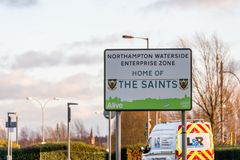北安普顿英国2018年1月04日:北安普顿海滨圣徒的企业区家签到Sixfields零售公园 免版税图库摄影