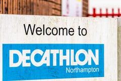 北安普顿英国2017年12月09日:十项运动体育适应,并且设备商标签到Brackmills工业庄园 图库摄影