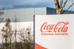 北安普顿英国2017年12月09日:可口可乐欧洲人伙伴后勤学发行商标签到工业的Brackmills 免版税库存图片