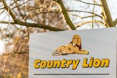 北安普顿英国2017年12月07日:国家狮子公共汽车教练聘用商标签到Brackmills工业庄园 库存图片